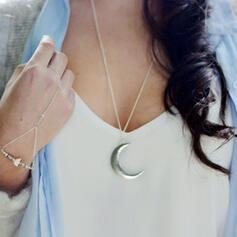 Vintage Elegant Romantic Alloy Leather Women's Ladies' Unisex Necklaces