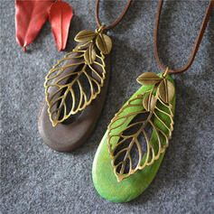 Vintage Classic Alloy Wood With Leaf Women's Necklaces