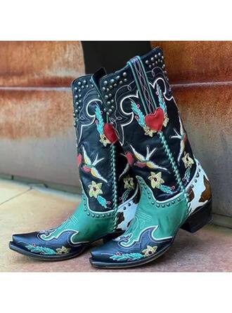 Frauen PU Stämmiger Absatz Stiefel Stiefel-Wadenlang Quadratischer Zeh mit Niete Spleißfarbe Bestickt Schuhe